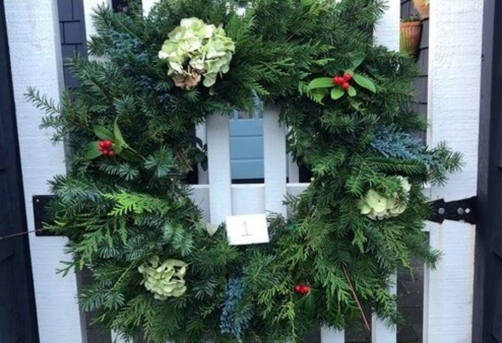 Holiday Wreaths to Support a Great Cause